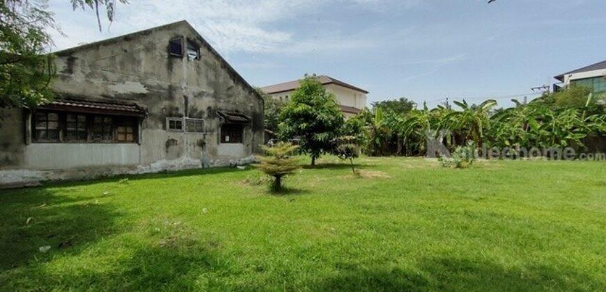 ขายที่ดินพร้อมสิ่งปลูกสร้าง หมู่บ้านศรีเจริญวิลล่า ขนาด 1-1-40 ไร่ (540 ตารางวา) ถมแล้ว