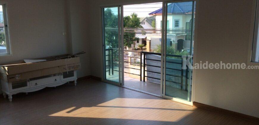 เช่าถูก ๆ โฮมออฟฟิช 2ชั้น 2ห้องนอนใหญ่ มีอ่างจากุชชี่อย่างดี หลังมุมติดถนน 2 ด้าน โครงสร้างแข็งแรงมาก ใช้วัสดุอย่างดี ซอยแมรี่ ต.บ้านสวน อ.เมือง ชลบุรี