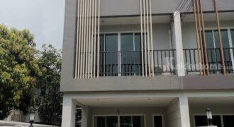 อาคารทาวน์โฮม 3 ชั้น ในหมู่บ้านทิพวัล ซอย 10 ถนนเทพารักษ์ สมุทรปราการ