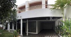 House for rent 2 floors on Prime Area Sukhumvit 8 BTS Na-Na Station.