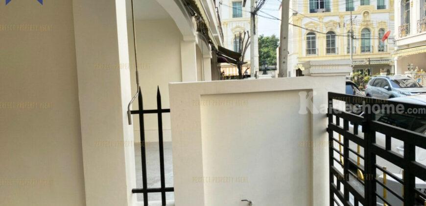 ทาวน์โฮมสไตล์เวียนนา บ้านกลางกรุง พระราม 3 โครงการ : บ้านกลางกรุง พระราม 3 ที่ตั้ง : ถนนพระราม 3 ตำบลบางโพงพาง อำเภอยานนาวา กรุงเทพมหานคร
