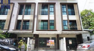 ทาวน์โฮม บ้านกลางเมือง กัลปพฤกษ์ พร้อมอยู่ โครงการ : บ้านกลางเมือง กัลปพฤกษ์ ที่ตั้ง : แขวงบางหว้า เขตภาษีเจริญ กรุงเทพมหานครฯ