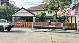 บ้านเดี่ยว ลภาวัน 15 ราชพฤกษ์-ปากเกร็ด โครงการ : ลภาวัน 15 ราชพฤกษ์ ที่ตั้ง : ถนนราชพฤกษ์ ตำบลบางพลับ อำเภอปากเกร็ด จังหวัดนนทบุรี