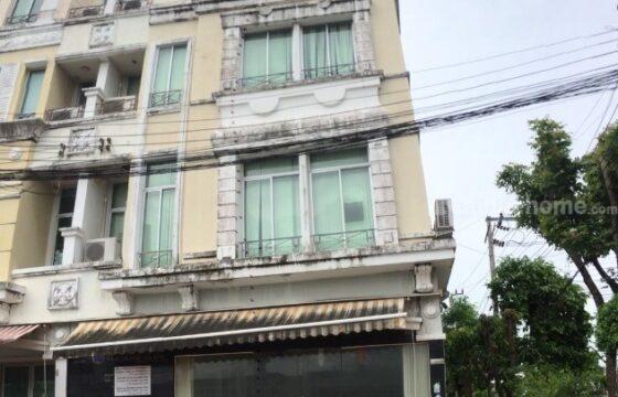 ทาวน์โฮม 4 ชั้น มือสอง บ้านกลางเมือง บริติชทาวน์-ศรีนครินทร์ หลังมุม ติดถนนเมน