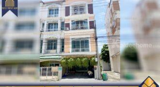 ทาวน์โฮม บ้านกลางเมือง แยกรัชดา-ลาดพร้าว ใกล้ MRT สถานีลาดพร้าว โครงการ : บ้านกลางเมือง แยกรัชดา-ลาดพร้าว ที่ตั้ง : ถนนลาดพร้าว แขวงจันทร์เกษม เขตจตุจักร กรุงเทพมหารนครฯ